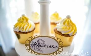 Бело-золотой кенди бар на свадьбу