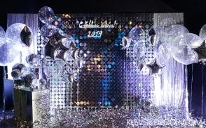 серебряная фотозона из паеток на новый год киев